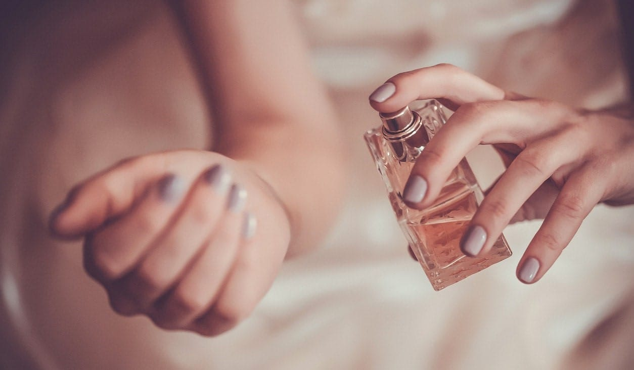 Read more about the article The importance of wearing perfume and why should you wear perfume?